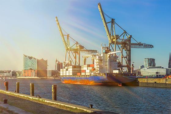 Panorama Hamburg Speicherstadt mit Elbphilharmonie, Containersch
